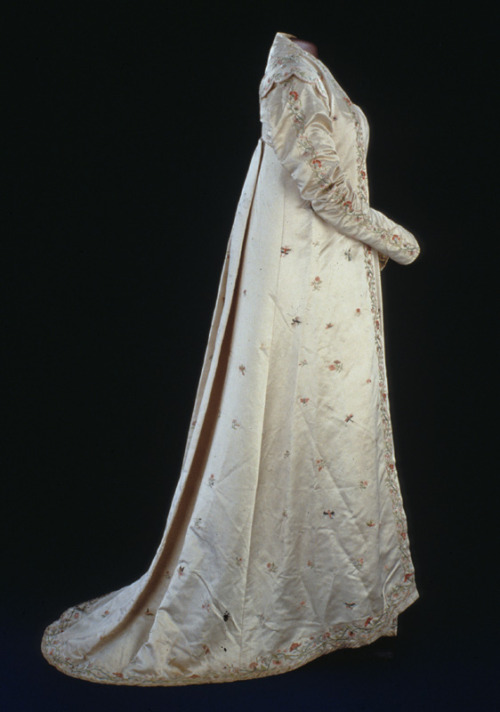 Open robe worn by First Lady Dolley Madison, late 1810's United States, Smithsonian Museum of American History