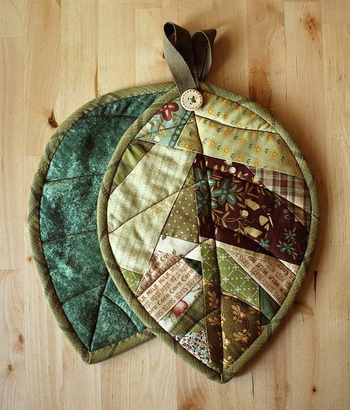 lauracapuchina:  Scrappy Leaf Potholders | Flickr – Compartilhamento de fotos! on We Heart It. http://weheartit.com/entry/9488913