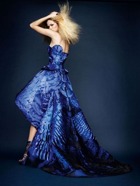 Amazing detail on this dress, and that blue is stunning! ch4rmed:  Atelier Versace Spring 2010