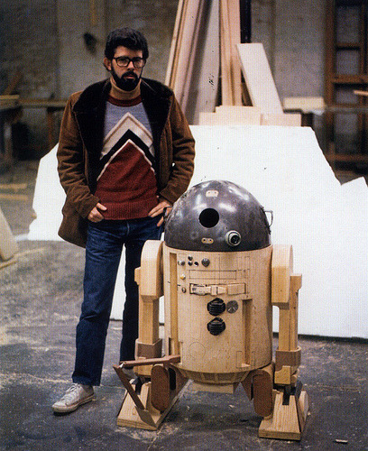 dreaminghopelessly:  George Lucas with an early model of R2D2