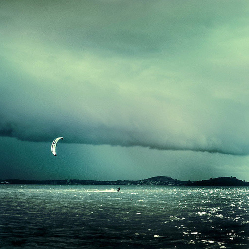 kari-shma:  Cuba Gallery: Kite surfer / sea / beach / water / ocean / sky / storm / waves / natural light / photography (by ►CubaGallery) | Tumblr | Blog