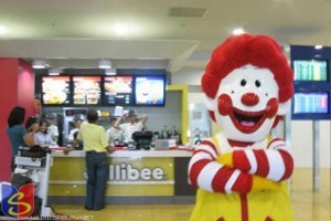 Ronald Mcdonald at Jollibee :D