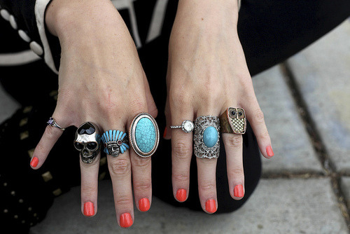hi cute rings. hi nailpolish.