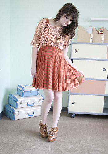 Moda | Look para se inspirar modcloth:  ModStylist Nicole wearing the Season Cycle Dress and Shopping for Polygons Wedge by Jeffrey Campbell!