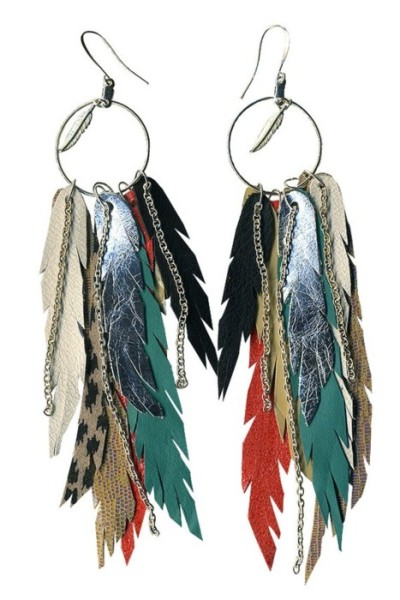feathers, chains, leather. jewelry is right where i want it lately.