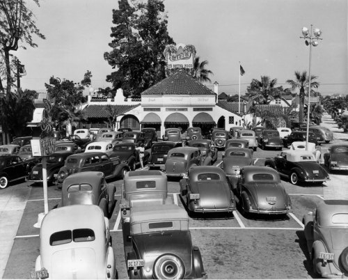 Carl's drive-in restaurant in Los Angeles, CA - c. late 1930s