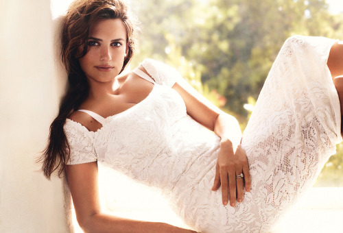 Penelope Cruz by Mario Testino for Vogue US June 2011 <333