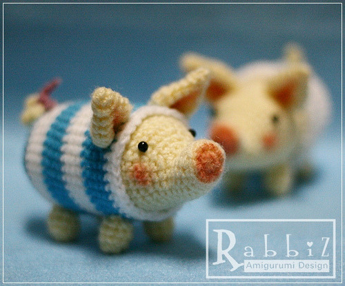 cajunmama:  Amigurumi Pig (by rabbizdesign)