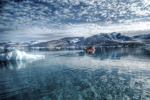 Reflections on the Arctic Sea (by wili_hybrid)