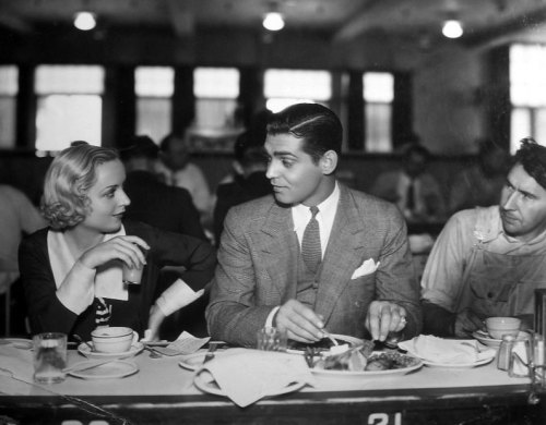 "holographic-meatloaf:  ""Carole Lombard and Clark Gable, featured in Paramount's No Man of Her Own, aren't proud. They usually sit at the lunch counter with the rest of the hard-working studio employees."" (1932)"
