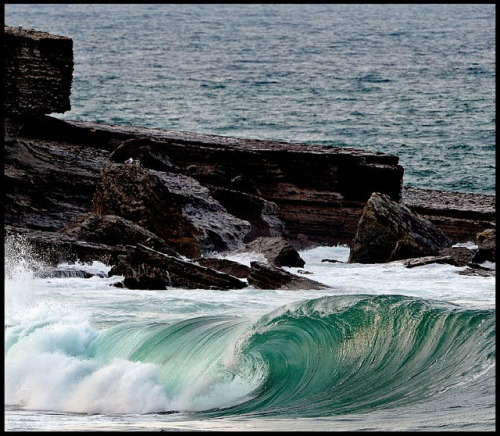 WAVE & CLIFFS - Foto Maxi del Campo - Explore by Maxi del Campo on Flickr.