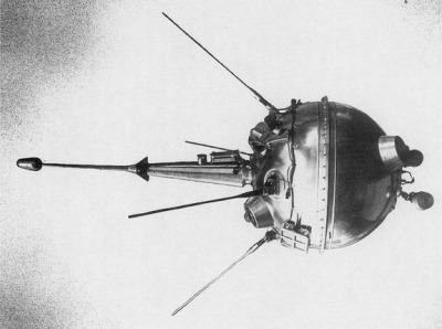 fuckyeahspaceexploration:   The USSR's Luna 2 was the first probe ever sent to the moon. 1959