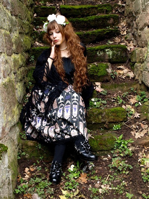 dailylolita:  cfyrch looks beautiful in this gothic coordinate.  Check out the hair and long skirt! I'm in love! If you're not following them already, dailylolita.tumblr.com is a great way to see lolita looks from all over the world in a really concise format. As someone who avoids Livejournal like the plague, I'm lovin' it. Comment on this post at HARAJUJU.net Forums