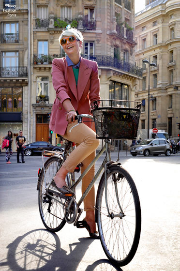 I want to ride a bicycle in Paris.