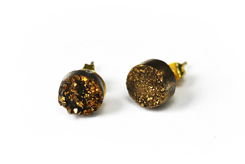 New! Super sweet, simple and sparkly studs. These are 1000x better in person and on your earlobes.