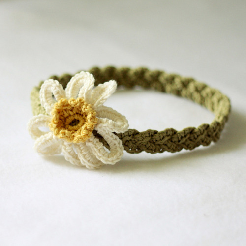 slipknitpass:  Daisy Braided Headband by Mon Petit Violon  And this one as well :))