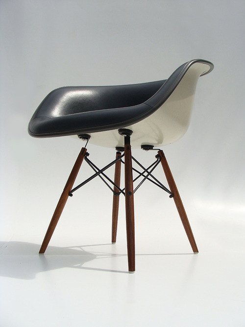 Beautiful variation on the Eames molded plastic chair. The leather upholstery and dowel legs are pretty sweet together.