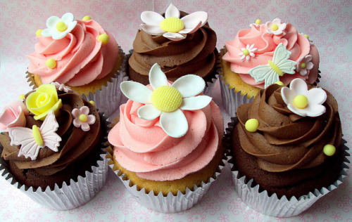 sweetgratification:  Blossom flower Cupcakes by Heavenly-Cupcakes on Flickr.