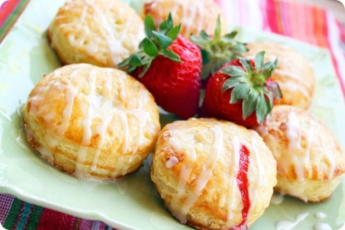 gastrogirl:  fruit-filled puff pastry doughnuts with lemon glaze.  That could make me really happy.