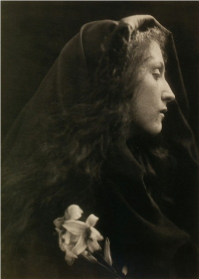 "bewitching:  ""The Angel at the Sepulchre"" 1869 Julia Margaret Cameron"