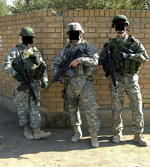 Special Air Service with a U.S. Soldier