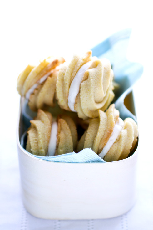 lovelylovelyfood:  Lemon Cream Cookies   Lovely!