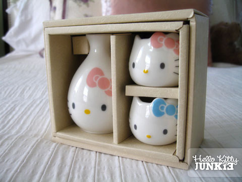 Hello Kitty Sake Set