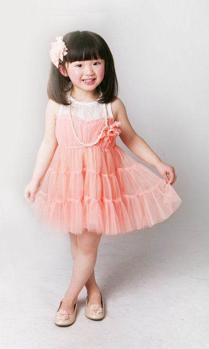 ZOMG! sooooo cute! pretty in pink! love love love little girl. I want a baby girl! hubby said if we have a baby boy in the future he will give him away because he only wants daughter!! XD (alright, we all know this is a joke. don't take it seriously. lol)