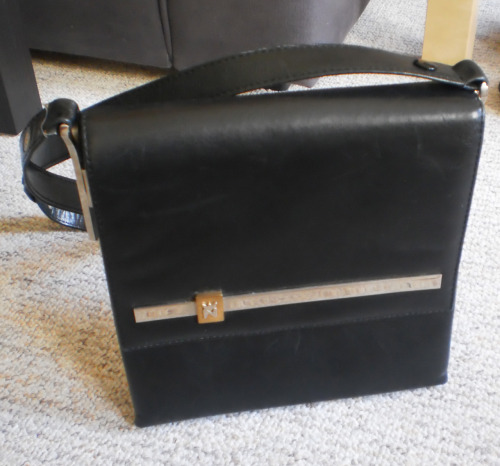 Sac à main noir vintage Vintage Buy it Now : 14 Euros (+Shipping). Excellent état! Click here or in the picture to buy it. For more details and photos: blanchemrkt@gmail.com