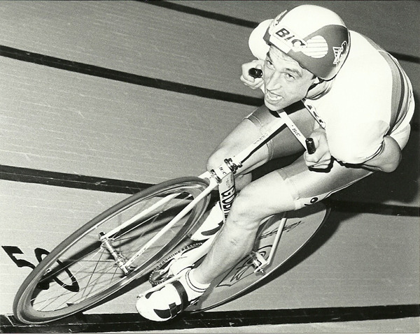 OBREE x CAMPY   Chrobin just uncovered a bunch of old photos of Graeme Obree.  Check him out riding the crap out of that black line on on a Campagnolo rear disc and Shamal in the front.  Chrobin pretty much nails it as to why Obree is such a hero in track cycling: « Ever since my father showed me a picture of Obree breaking the hour record 1993 (is was 14years old at the time) the man has always been a kind of symbol for thinking outside the box for me. And It's not hard loving the underdog in him. »  Check out tons more Obree photos at 42km/timmen.