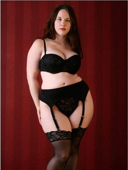 real-woman-are-rubenesque:  Sexy and dressed to kill.  Garter belts and stockings never go out of style and always excite…