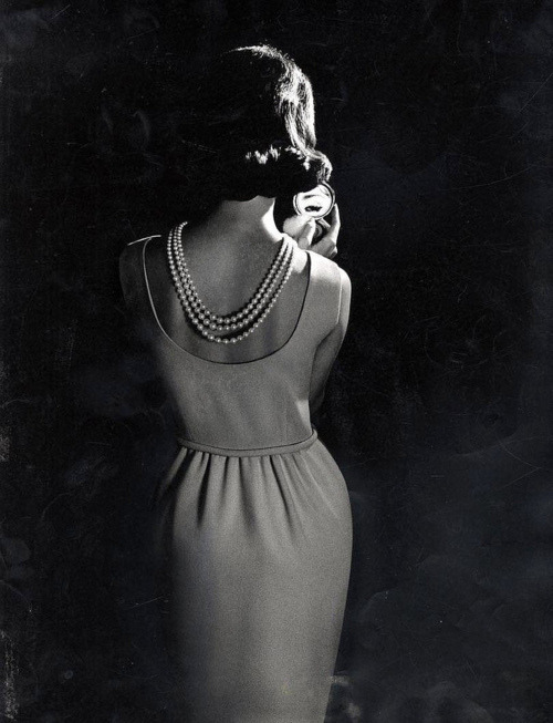 theyroaredvintage:  Early 1960's dress and pearls. Lovely!