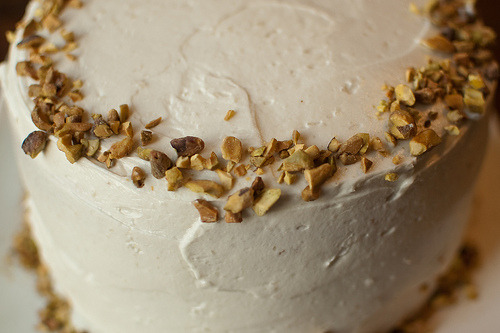 lovelylovelyfood:  Pistachio Cake With Honey Vanilla Frosting