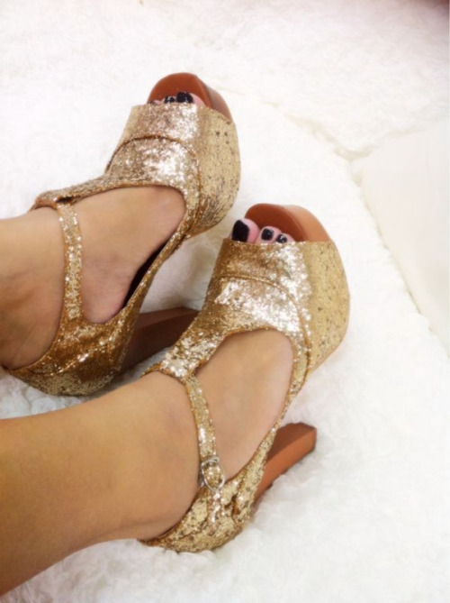 i say bling is never enough. don't you love my glitter JC-inspired platforms!