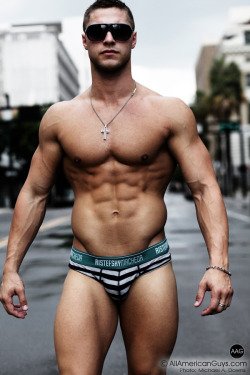 jocklicious:  Brock Yurich (via Alfa Hunter)  Too sexy for words !