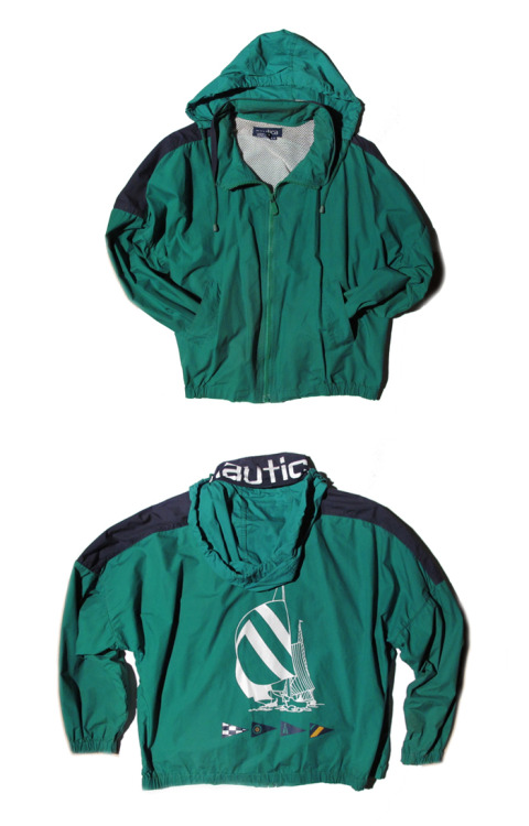 NAUTICA 90s HOODED JACKET WITH SILK-SCREEN SAILBOATS