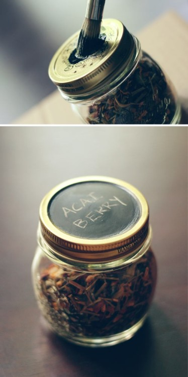 Sometimes the most simple ideas are the best! Here is a DIY idea to paint jar lids with chalkboard paint…brilliant! The blog Wit&Whistle has lots of other fun and practical ideas…head on over.