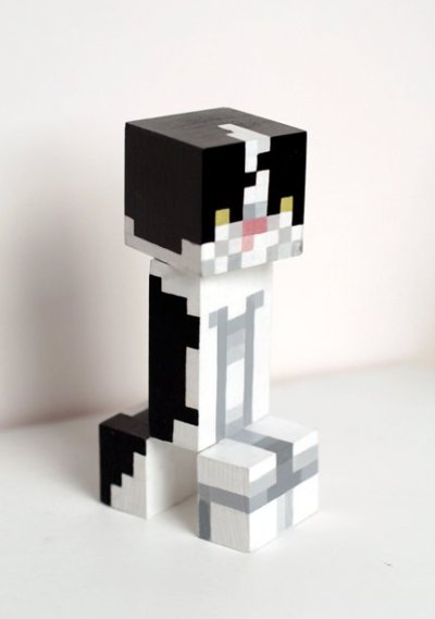 superphantastic:  If you are a gamer, then you know this is a Creeper from Minecraft, guised as a kitty! Created by one of my favorite Toronto collectives Team Macho. MC4EVR.