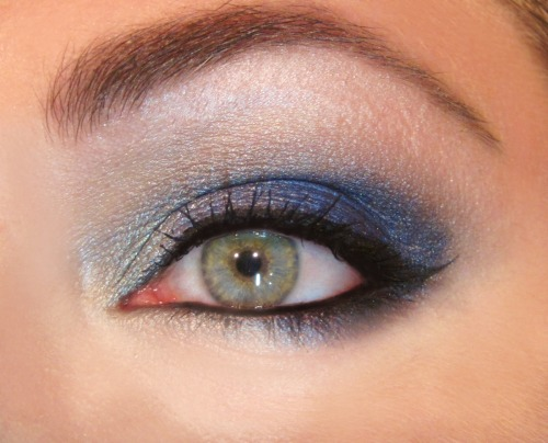 LOOK: ELECTRIC BLUES Yet another look using a Kat Von D palette (the last one for a while, I promise). This time, it was Metal Orchestra, a beautiful combination of vibrant blues and shimmery grays. Check it out HERE. For more pics, go HERE!!!