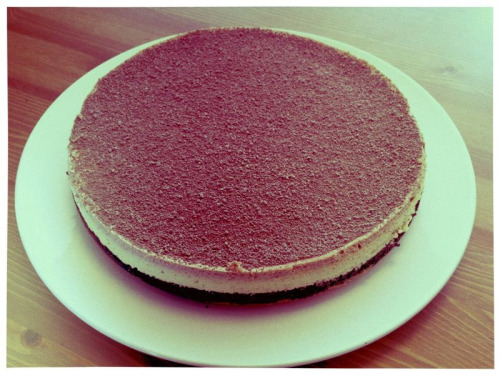 So I made another cheese cake for a dinner party tonight. Am I a good friend or what?!
