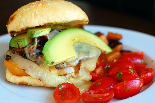 lovelylovelyfood:  Chipotle Portobello Burgers With Pepper Jack Cheese, Tomatoes, Sweet Onion, and Avocado