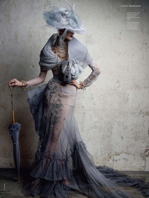 spinningbirdkick:  Patrick Demarchelier / Vogue Russia June 2011.