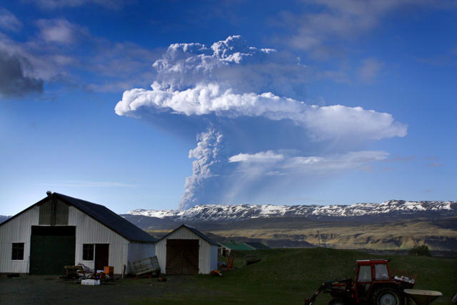 Iceland Volcano by mbl.is via @rafat