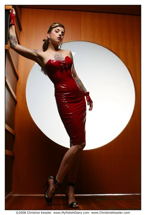 Athena Fatale in Syren Latex by Christine Kessler