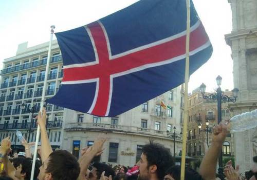 "Icelandic revolution in Spain Spanish protesters wave Icelandic flags and shout on the streets ""Todos somos Islandia"" (We are all Iceland). They even placed an Icelandic flag on the center of Plaza Espanha and renamed it Plaza Islandia. The protests are directed towards Spain's economic policy and issues similar to those that have been strongly protested in Iceland over the past couple of years. Even if the Spanish protesters seem to have a slightly glorified view of the success of the Icelandic protests, it is very inspiring to see the Icelandic flag on the streets of Spain in this way. A group which seems to be advocating this Icelandic connection has set up a website with a pdf flag for people to print and urges people to go out into the streets with Icelandic flags, banging pots and pans. Just as in the Icelandic protests. Now they just need to get a volcano going."