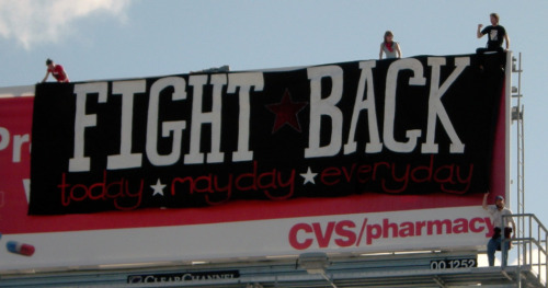 fuckyeahanarchistbanners:  Fight Back: Today - Mayday - Everyday // Oakland, CA, USA