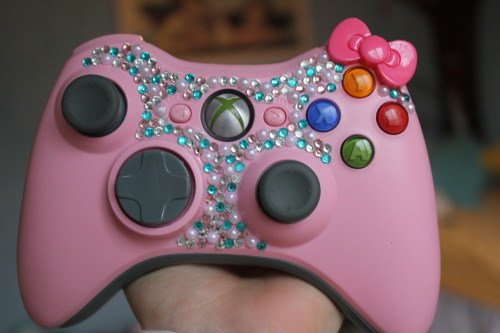teensyweensy:  this makes me wanna bedazzle my pink controller. so precious  OH MY GOD When I get an Xbox, which hopefully I can afford someday, I will SO do this!