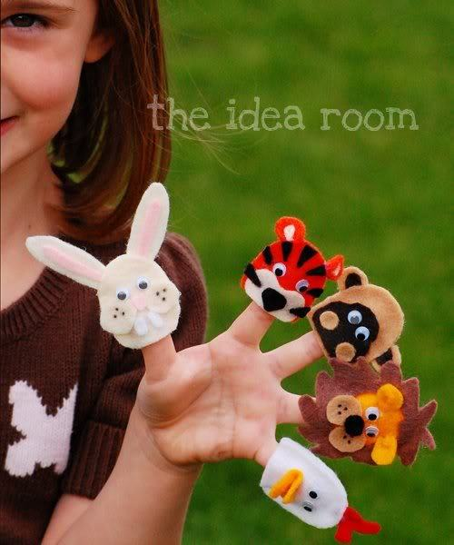 we are a bit addicted to felt finger puppets - here's a few more furry faces childcentralstation:  (via Felt Finger Puppets and Tutorial | The Idea Room)