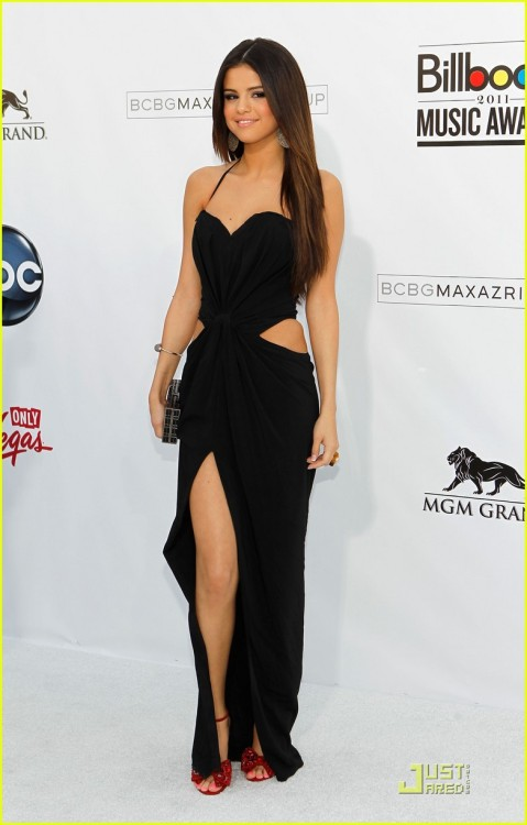 Selena Gomez is perfection in this dress!