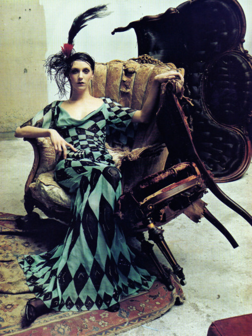 spinningbirdkick:  Steven Meisel / Vogue Italia.Via Midnight Charm
